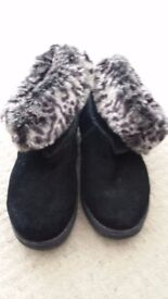 Ladies Sketchers Black Ankle Boot with Animal Fur Trim Size 6 Worn Twice