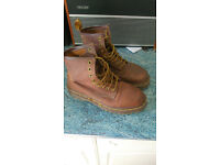 Dr Marten boots size 5 ( womens ( or unisex))