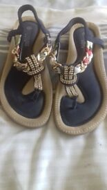 Size 6 sandles.