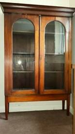 Display cabinet/Bookshelves