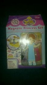 Disney Sofia The First Magnetic Dress Up Set