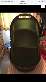 Egg forest green carrycot