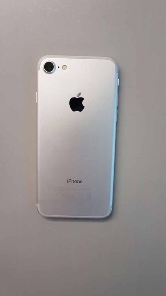 IPhone 7 32gb unlocked as new - silver