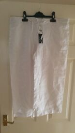 size 14 linnen 3/4 trousers brand new with tags