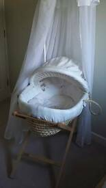 Moses basket with net
