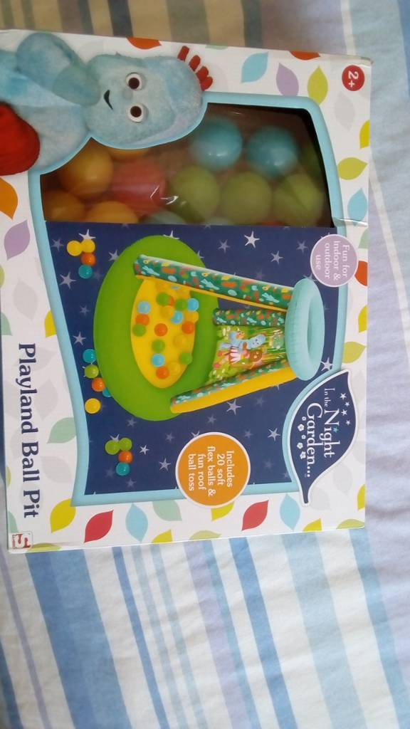 In the night garden ball pit & 20 balls