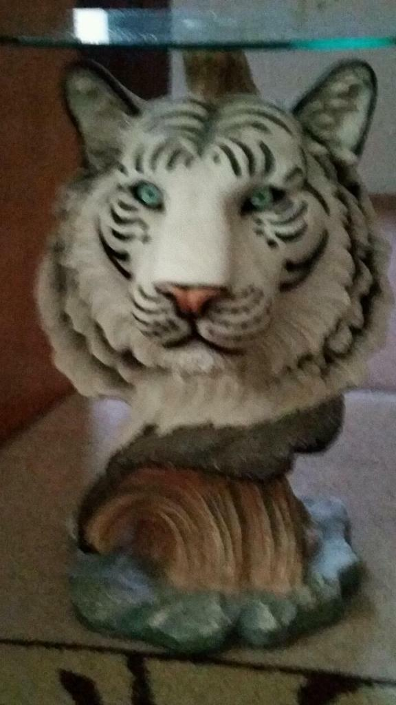 Exceptionnel Very Rare White Tiger Coffee Table With Glass Top