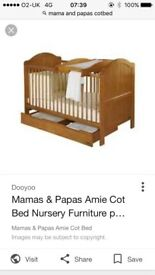 Mama and papas 'amie' Cotbed in pine
