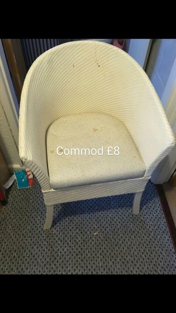 Commode wicker chair
