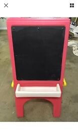 Little Tykes easle & chalk board. Drayton. £4