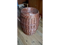 Laundry basket with lid and in good condition