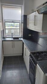 Spacious 2 / 3 Bedroom Top Floor Flat in Central Dumbarton (G82 2BA) to Let / Rent