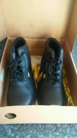 Site boots size 9 new