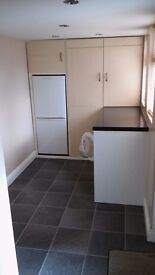Single, Furnished Room to let in 3-bed house