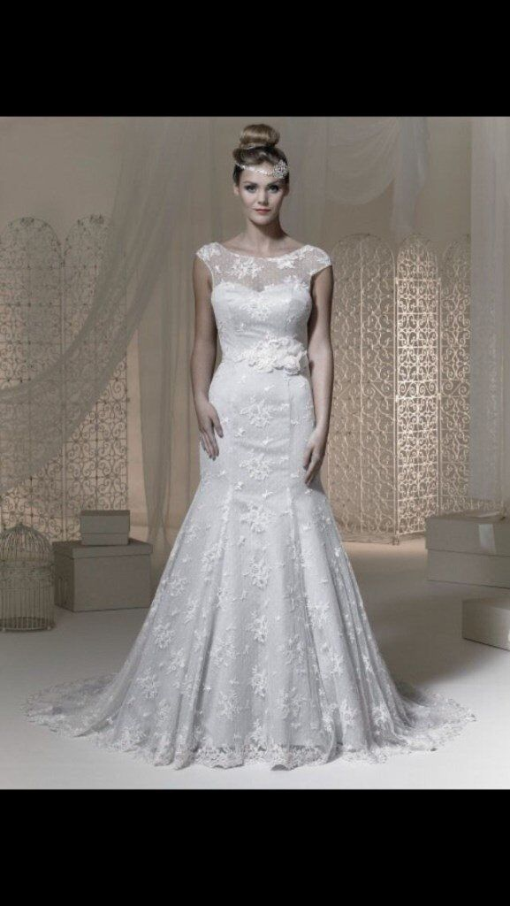 Brand new Phoenix wedding dress, lace, fishtail, with veil