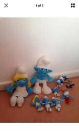 Bundle of smurfs toys