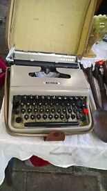 old working typewriter