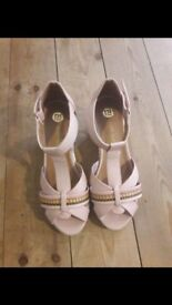 Girls River Island wedges size 3