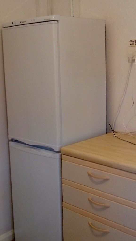Hotpoint FFA 52 fridge freezer