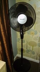 HONEYWELL PEDESTAL FAN BLACK AND CHROME WITH A SOLID CIRCULAR BASE £15