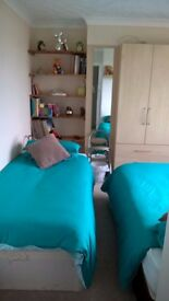 LARGE DOUBLE ROOM TO LET IN WORTHING