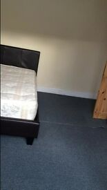 Large double room in sunbury