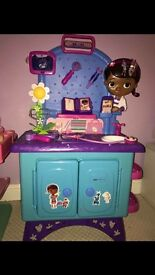 Doc McStuffins vet clinic and accessories