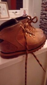 Size 9 Timerland boots Lots of wear to sole warn 5/6 times Pick up only