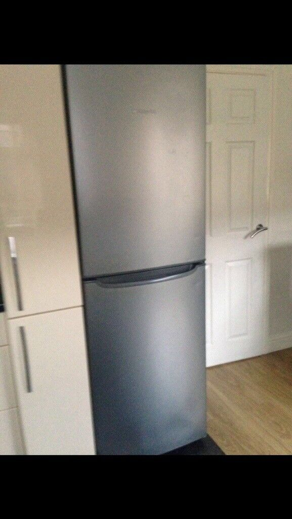 Selling a used but fully working Hotpoint fridge freezer