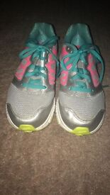 Nike Trainer - Size 5 - Perfect Condition- Worn only once