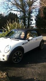 Mini Cooper sidewalk , pepper white ,very low milage, only 25,000 from new, 1 lady owner