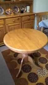 Circular pedestal table in pine effect