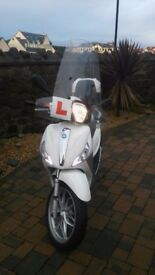 Scooter - White Piaggio Medley 125cc ABS
