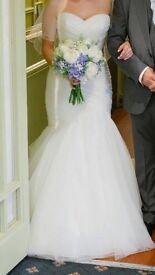 Beautiful, flattering wedding dress!