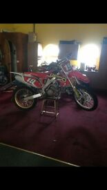 2008 CRF 250r ( with trick bits )