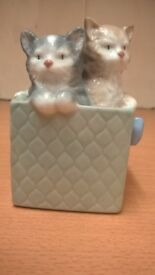 NAO FIGURINE OF 2 KITTENS IN A BASKET