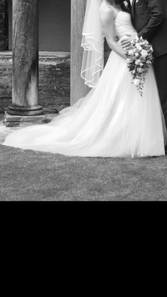 Wedding dress size 8 stunningin Crystal Palace, LondonGumtree - Wedding dress with for a few hours (I had an evening dress as well) Professionally dry cleaned as new. Lace Bolero also available £50 Please see my other items