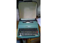 Vintage Olivetti - Lettera 32 - classic lightweight Typewriter