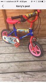 Boys bike with spare stabilisers
