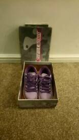 Girls purple heelys