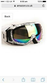 Skiing/ snowboarding goggleS