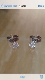 Diamond *stunning* 0.27 carat stud earrings white gold