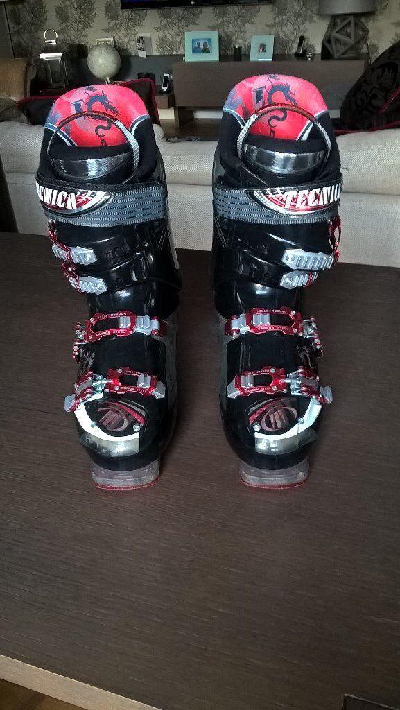Men's Tecnika ski boots size 9