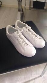 Trainers 2 pairs 'nike' nearly new