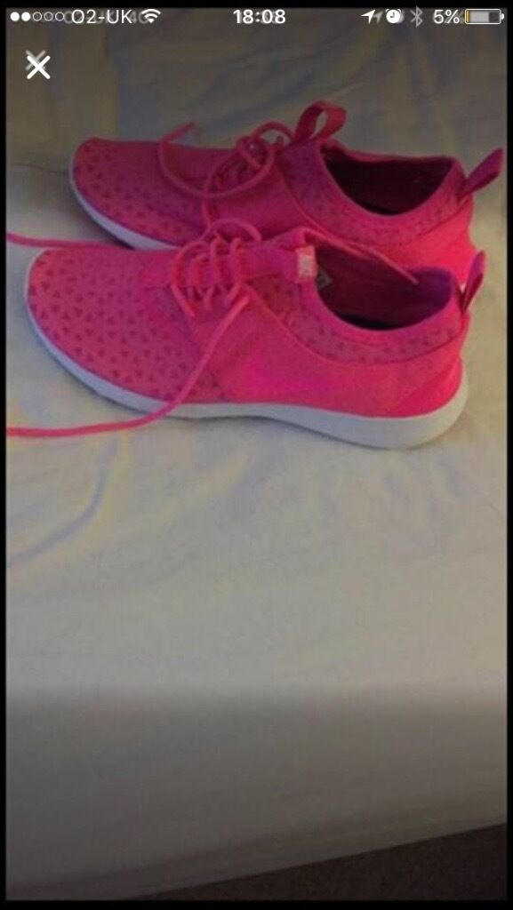 Nike running trainers size 6in Poole, DorsetGumtree - Only worn once Excellent condition Nike running trainers Size U.K. 6 Pink