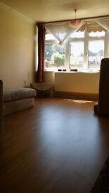 Spacious one bedroom flat in South woodford E18 No Agent pls