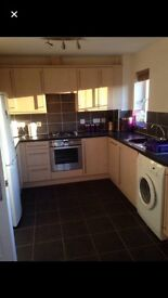 Double room available in 2 bed maisonette in Carterton
