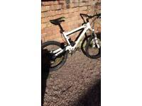 Commencial meta 5.5 full sus mountain bike