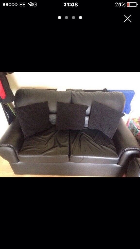 2 and 3 black leather settee suite