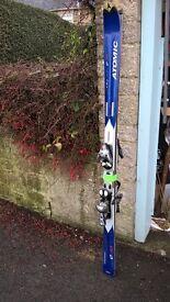 Atomic Beta carve 160cm skiis with poles